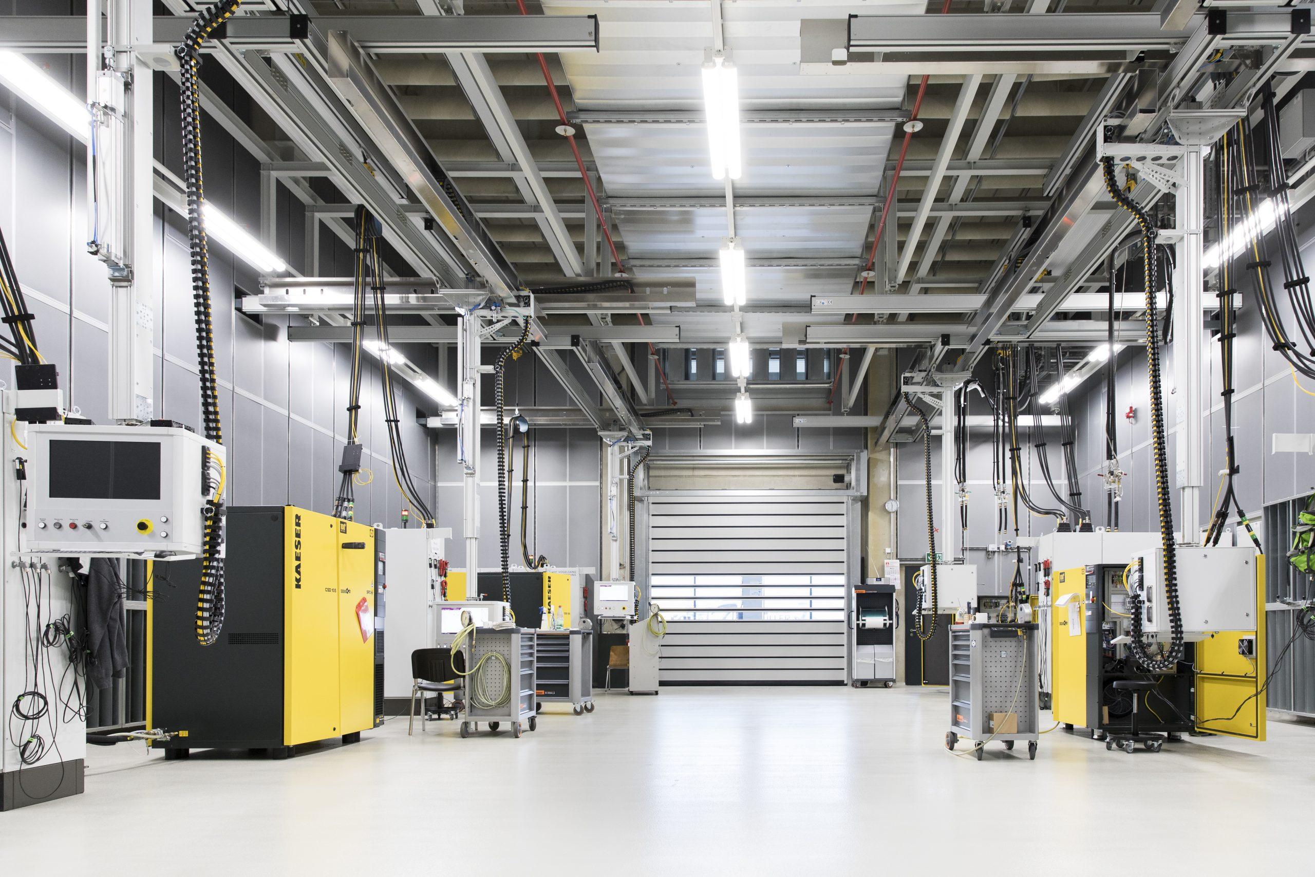 Jeder Kompressor wird vor Auslieferung gründlich geprüft. Da die Produktions-IT die Zarallelisierung vieler Prüfvorgänge unterstützt, bleiben die Durchlaufzeiten trotzdem im Rahmen. (Bild: Trebing & Himstedt Prozeßautomation GmbH & Co. KG)