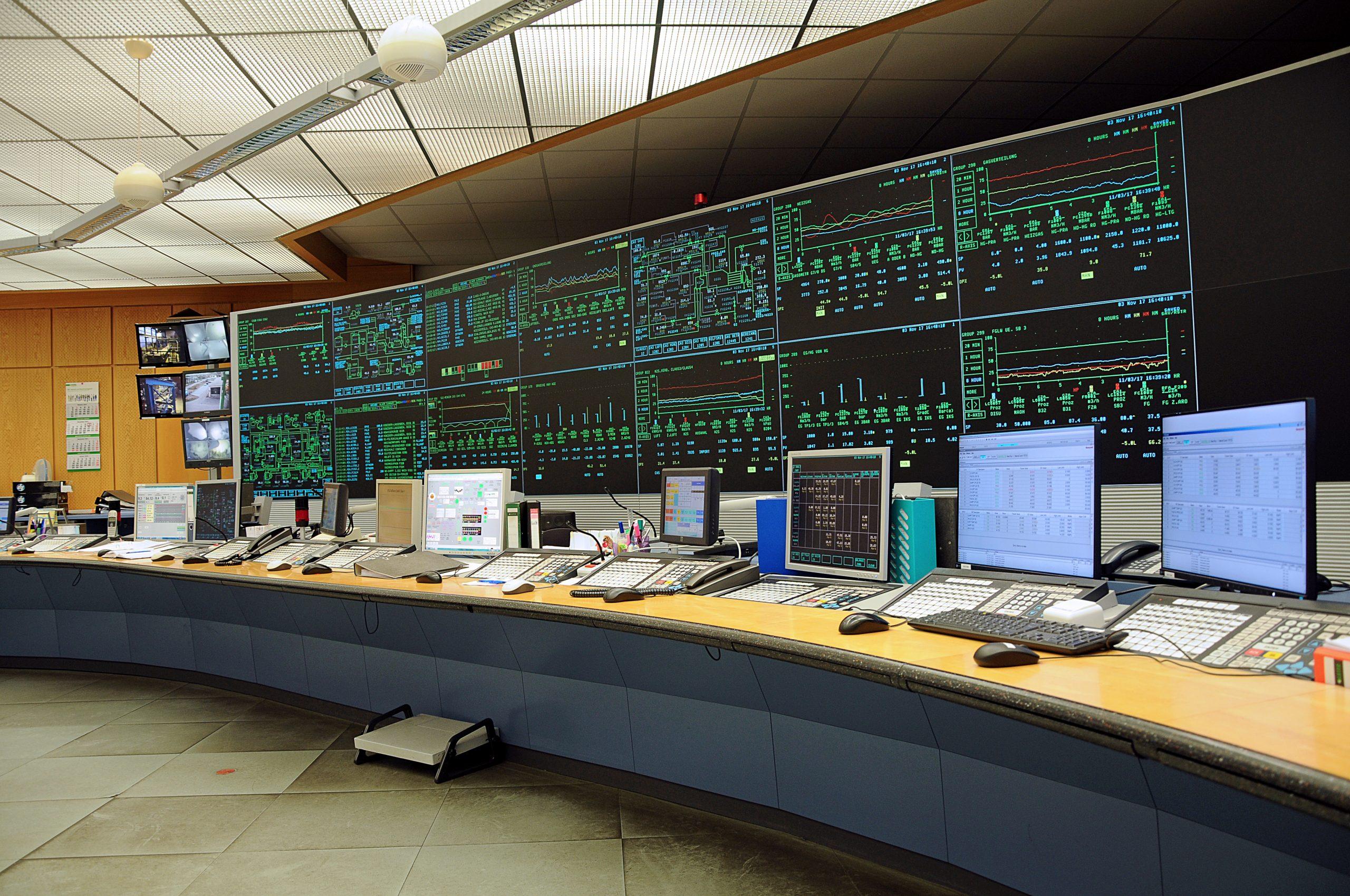 Bis April 2016 wurden alle Produktionsanlagen über eine zentrale Messwarte aus dem Jahr 1993 überwacht und gesteuert, die im Laufe der Zeit jedoch zu klein geworden war. (Bild: Jungmann Systemtechnik GmbH & Co. KG)