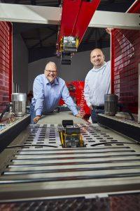 Geschäftsführer Oliver Krogh (rechts) und IT-Leiter Sven Appel, Romwell GmbH. (Bild: IAS Industrial Application Software GmbH)