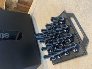 Es wird in 100er-Losen gedruckt. Danach müssen die Bauteile die Reinigung und Qualitätskontrolle überstehen. (Bild: Dr. Roman Khonsari)