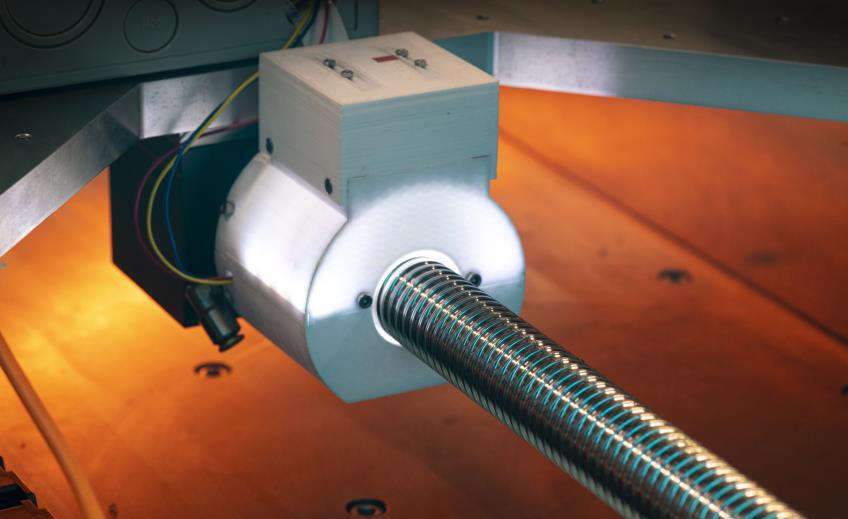 Ein am KIT entwickeltes System überprüft vollautomatisch den Verschleiß an Werkzeugmaschinen, um Stillstandszeiten zu reduzieren. (Bild: Karlsruher Institut für Technologie)