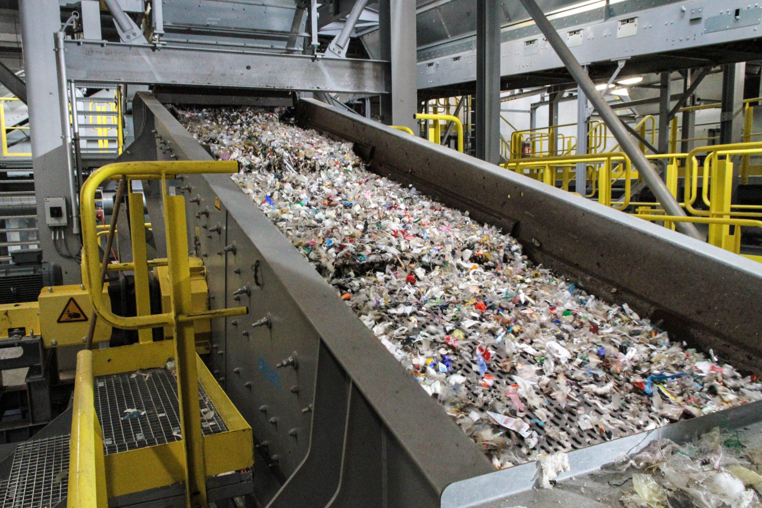 Sortenreine Trennung von Kunststoff (Bild: VDI Zentrum Ressourceneffizienz GmbH)