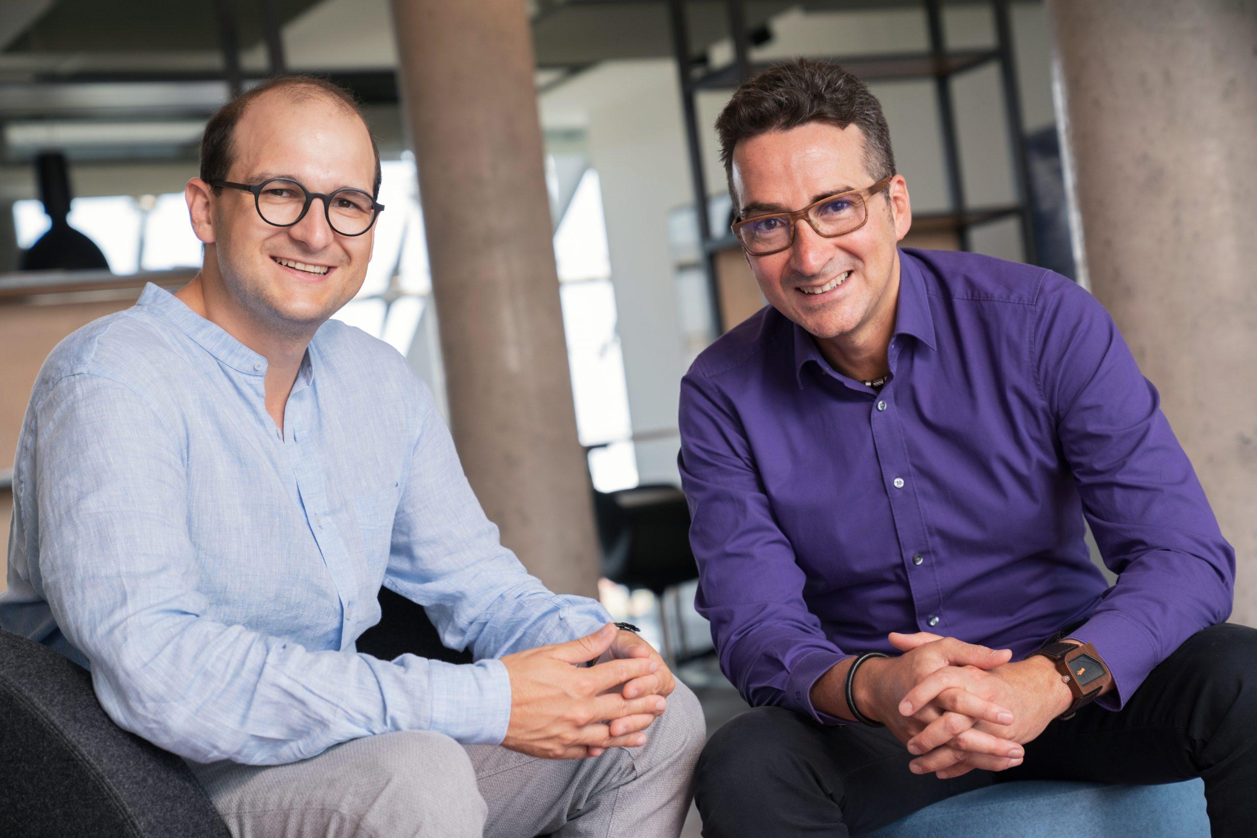 Asdrúbal Pichardo (CEO FactoryPal, rechts) und Daniel Szabo (CEO Körber Digital, links) - (Bild: ©Jasper Ehrich Fotografie)