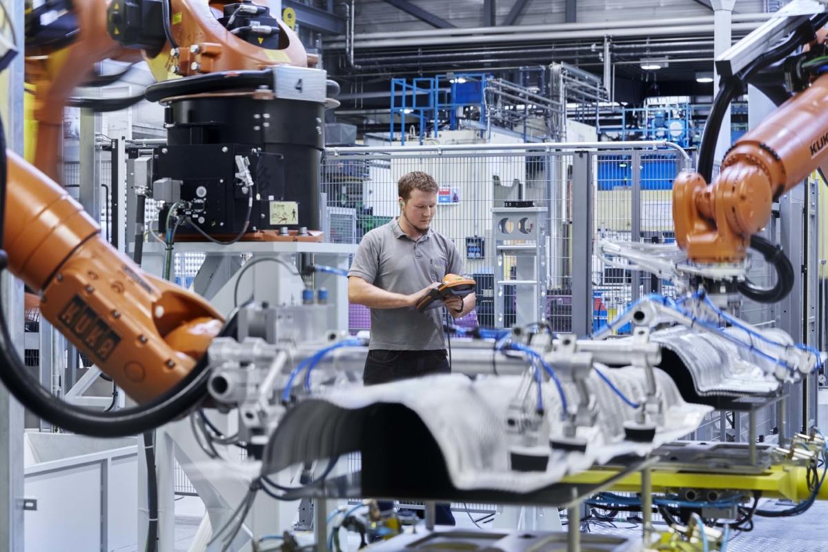 Der Automobilzulieferer produziert mit einem insgesamt hohen Digitalisierungsgrad: Die Maschinen, Automatisierung und IT-Werkzeuge müssen hohen Ansprüchen genügen. (Bild: Autoneum CZ)