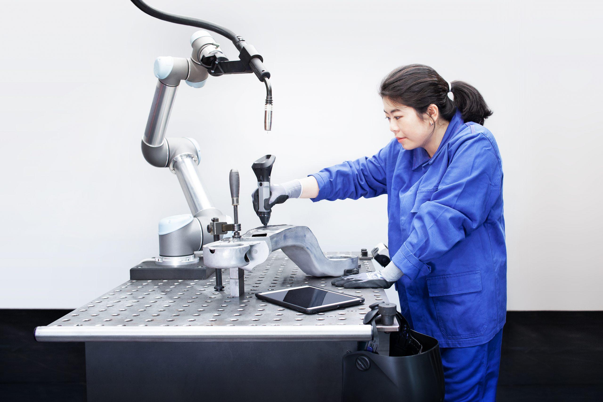 Roboterteaching mit der Wandelbots Teaching Solution und dem TracePen (Bild: Wandelbots GmbH)