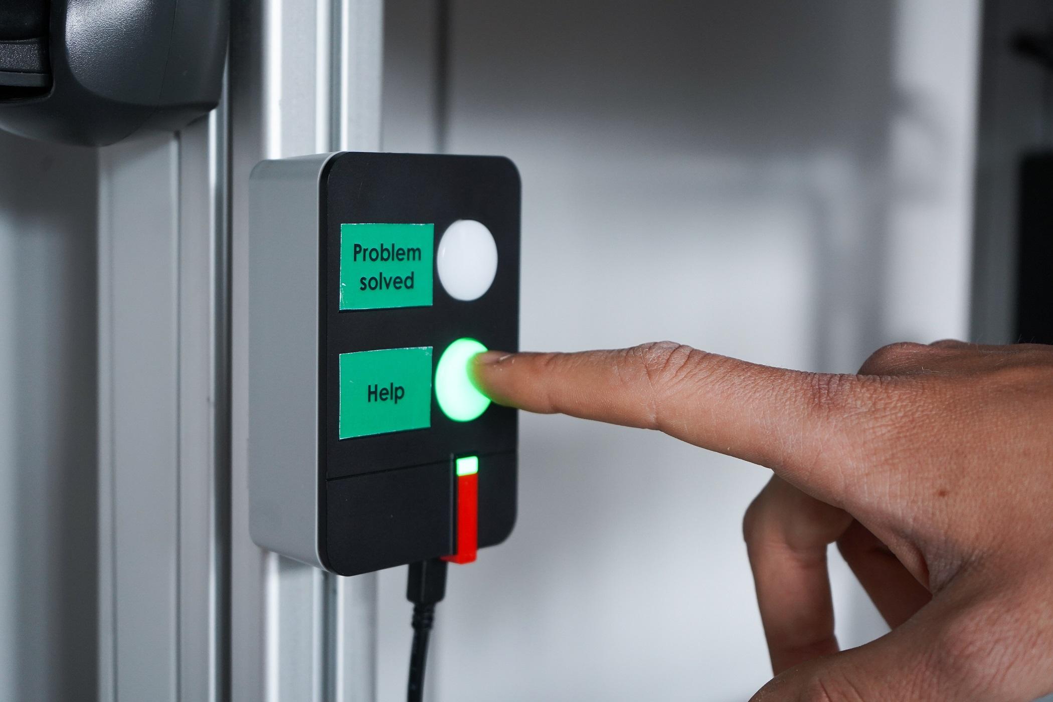 Mit der Andon WirelessBox können Meldungen abgesetzt werden, um etwa Problemlösungen anzustoßen.  (Bild: Werma Signaltechnik GmbH & Co. KG)